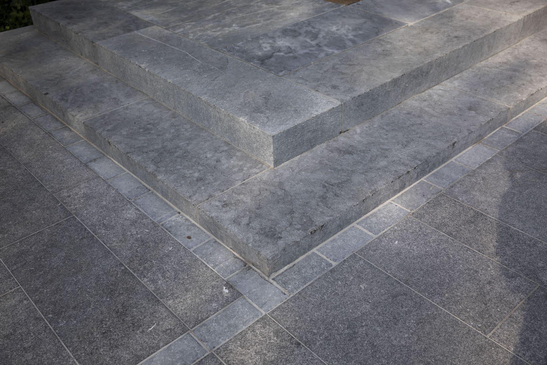 trap blauwe steen